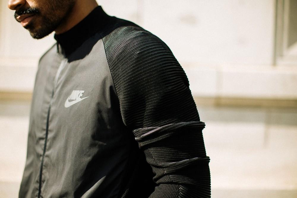 Nike-Dynamic-Reveal-Jacket-07-1200x800.jpg