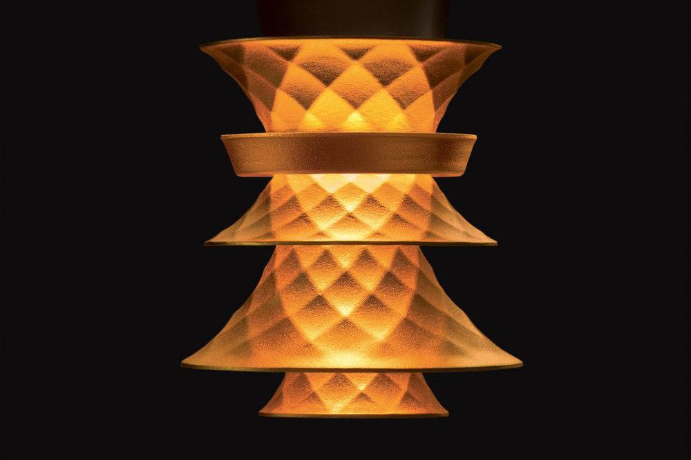 plumen-003-lightbulb-design_dezeen_2364_ss_3-1024x731.jpg