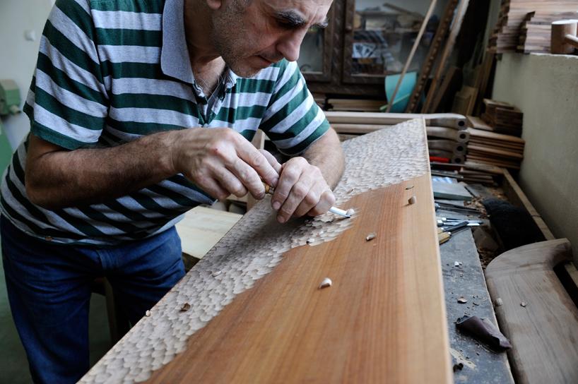 zanat-touch-benches-bosnia-maison-et-objet-paris-designboom-005.jpg