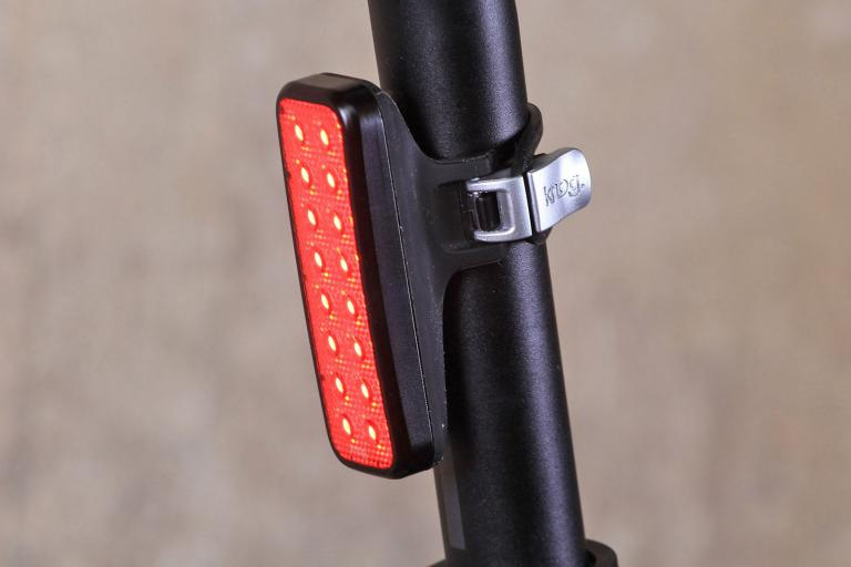 knog-blinder-mob-v-kid-grid-rear-light.jpg
