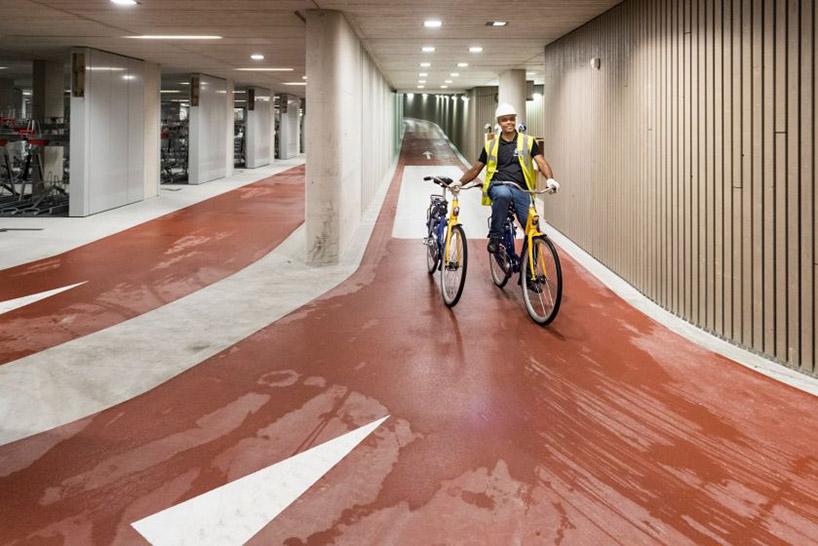 worlds-largest-bike-parking-garabe-netherlands-designboom-002.jpg