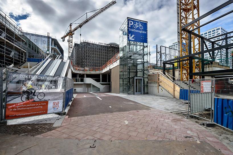 worlds-largest-bike-parking-garabe-netherlands-designboom-007.jpg
