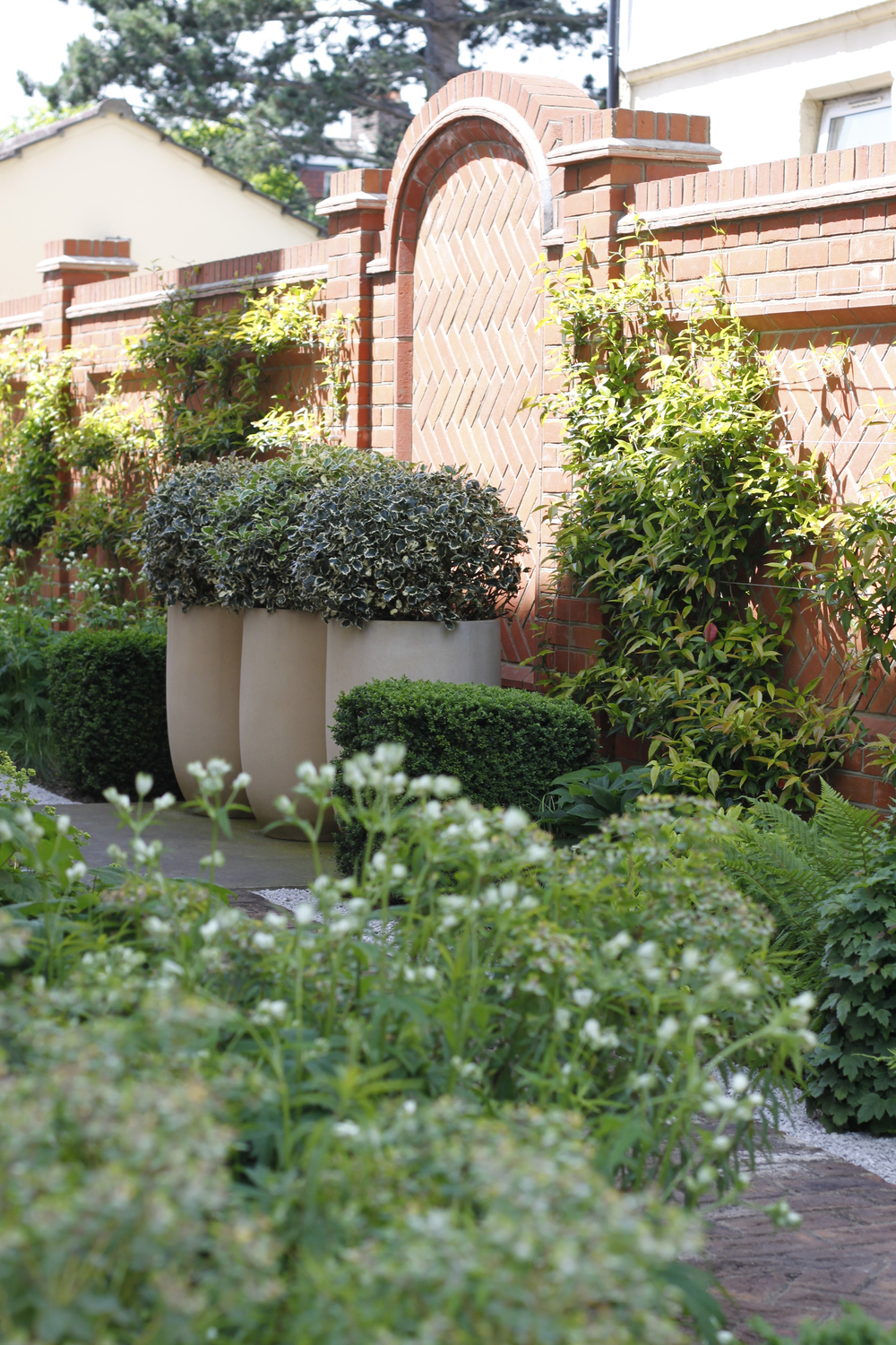 Classic front garden design contemporary garden design for Front garden designs uk