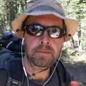 Andy Hiked 2600 miles & took a selfie every single mile -