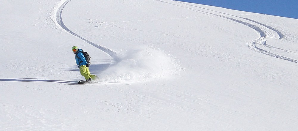 Rich pushing snow out to the side of the turn — Hintertux