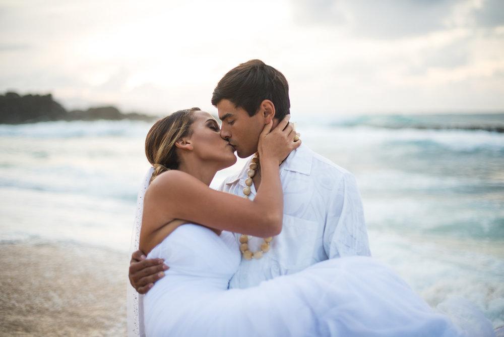 Abbey_Garcia_MarianneBlackhamPhotography_HawaiianElopement105.jpg