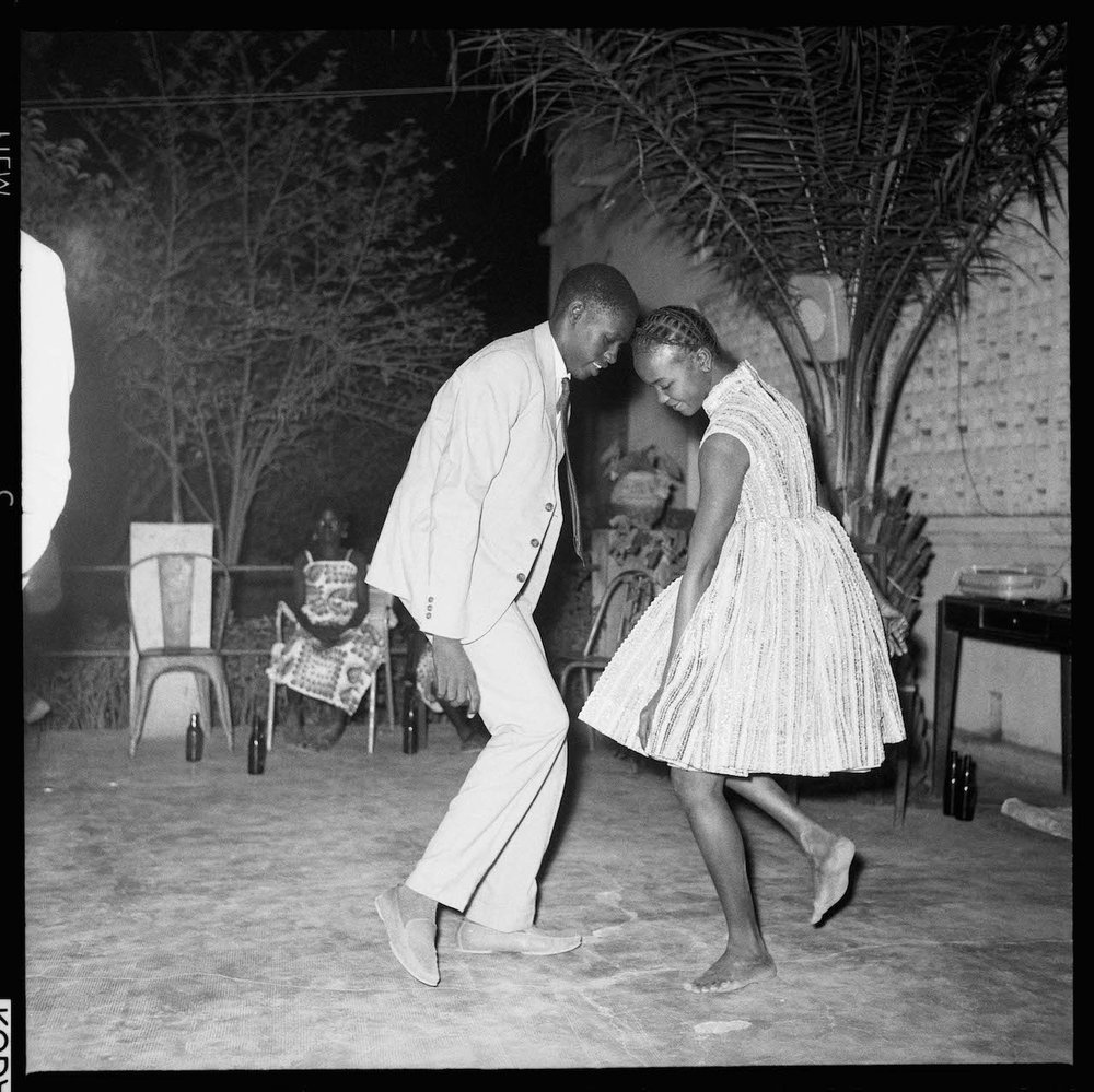 4.-Malick-Sidibé-Nuit-de-Noël-Happy-club-1963.jpg