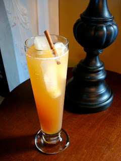 apple cider spritzer | apple cider cocktail | autumn cocktail | autumn drink | fall cocktail | fall drink | urbancottageliving.com
