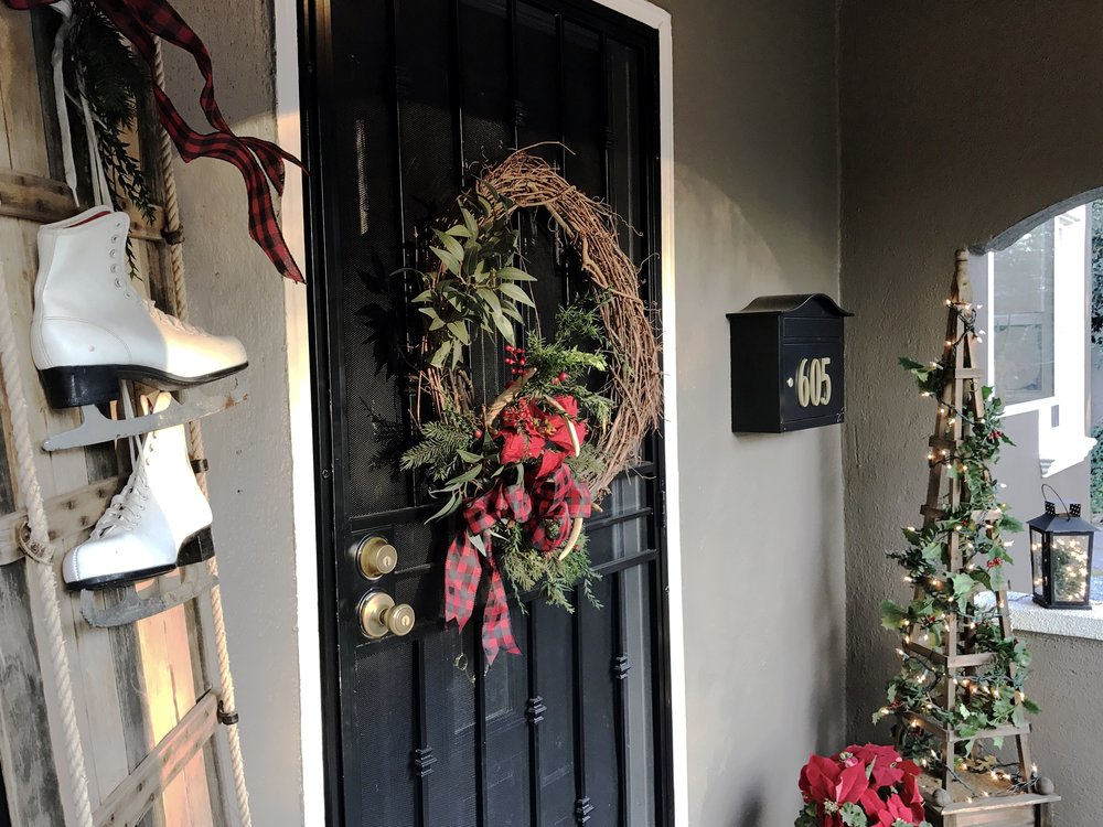 urban cottage living | christmas home tour 2016 | small house | small house living | small house crhistmas