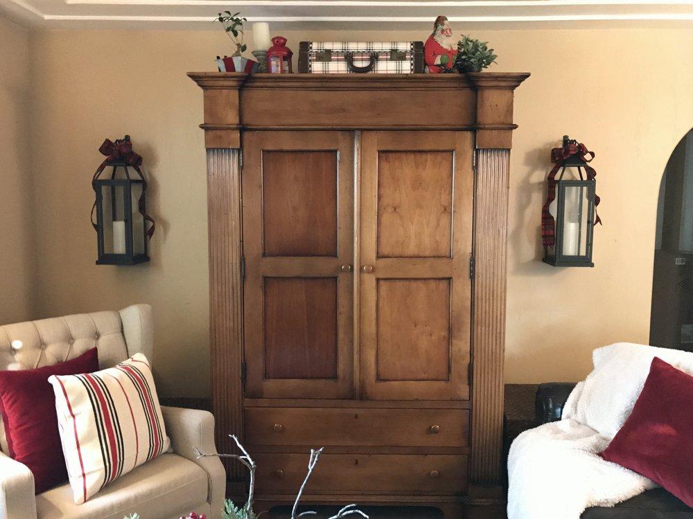 urban cottage living | christmas home tour 2016 | christmas | christmas home | small house christmas | small home christmas | small house living | vintage christmas | vintage suitecase