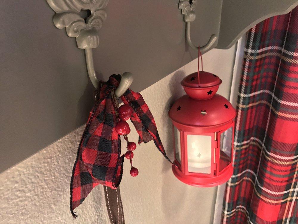urban cottage living | christmas home tour 2016 | christmas decor | christmas decorating | small house christmas | christmas bathroom