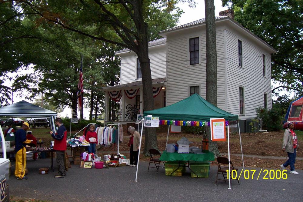 yard_sale_9_2006.jpg