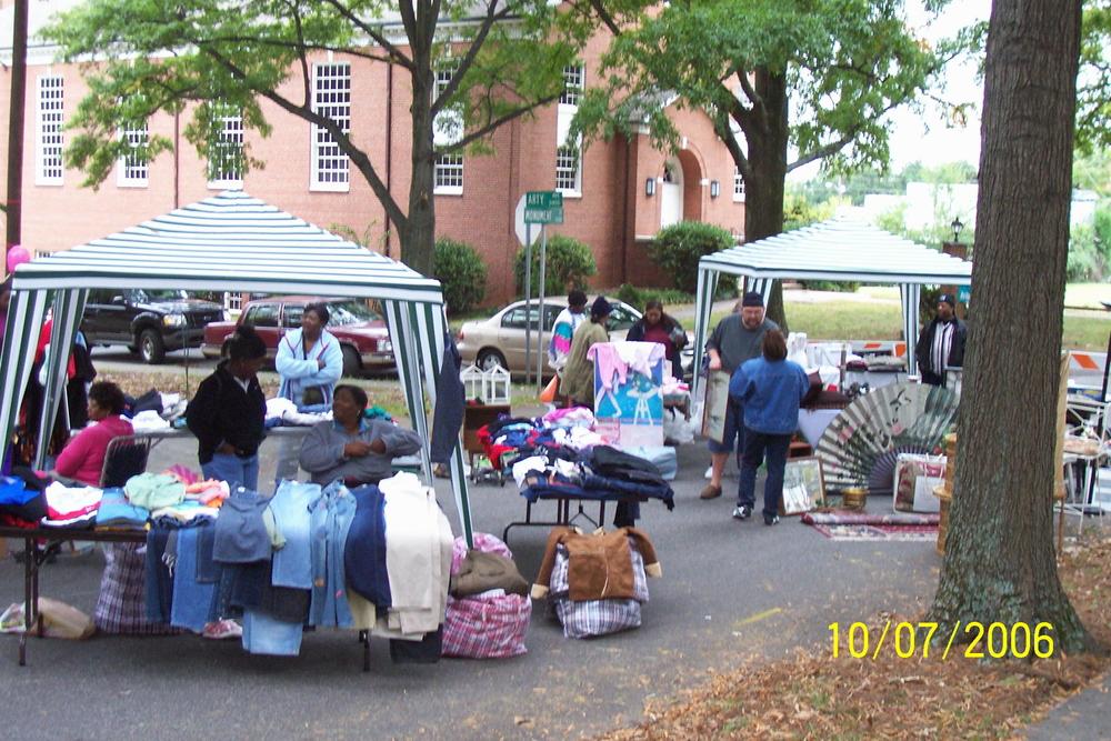 yard_sale_2_2006.jpg