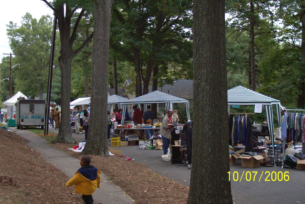 yard_sale_2006.jpg