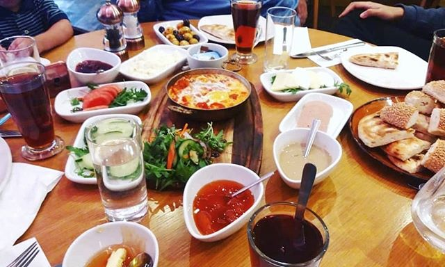You know you're having a proper #TurkishBreakfast when you can hardly fit the spread in the frame! 🍳😋🍵 #IshtahLondon | 📷 @fmoham05 . . . #SundayBrunch #London #Finchley #Barnet #TurkishRestaurant #MediterraneanFood #Breakfast #turkishfood #londonfood #londonfoodie #lononfoodies #londongram #londonrestaurants #finchleycentral #londonboroughofbarnet #londonplaces #londonlife #brunch #londonbrunch #brunchlondon #breakfastlondon #londonbreakfast #breakfasttime #breakfastspread #sundaybreakfast #teatime #kahvaltı #kahvaltısaati