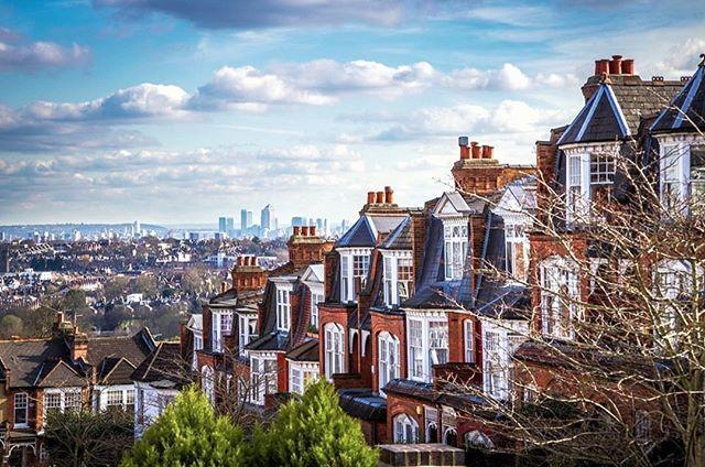 A #NewWeek awaits! Let's make the most of it! ☀️🏙️ #IshtahLondon | 📷 @hellonorthlondon . . . #London #Barnet #MondayMotivation #FinchleyCentral #TurkishRestaurant #MediterraneanFood #Lunch #turkishfood #londonfood #londonfoodie #londonfoodies #londongram #londonrestaurants #finchley #londonboroughofbarnet #londonplaces #londontown #mediterraneanrestaurant #londonlife #northlondon  #naturelover #naturelovers #sunrise #morningmist #urban #dawn #england #sunnylondon