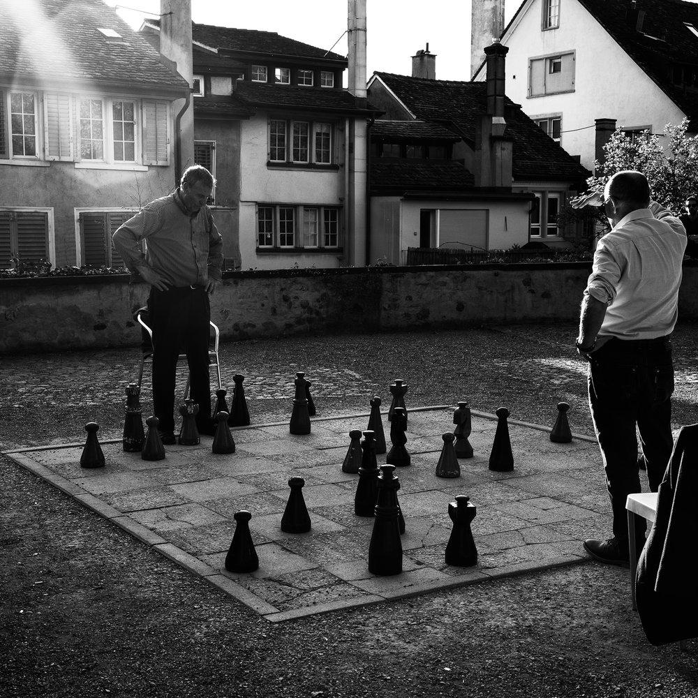 schachspieler im lindenhof in zürich