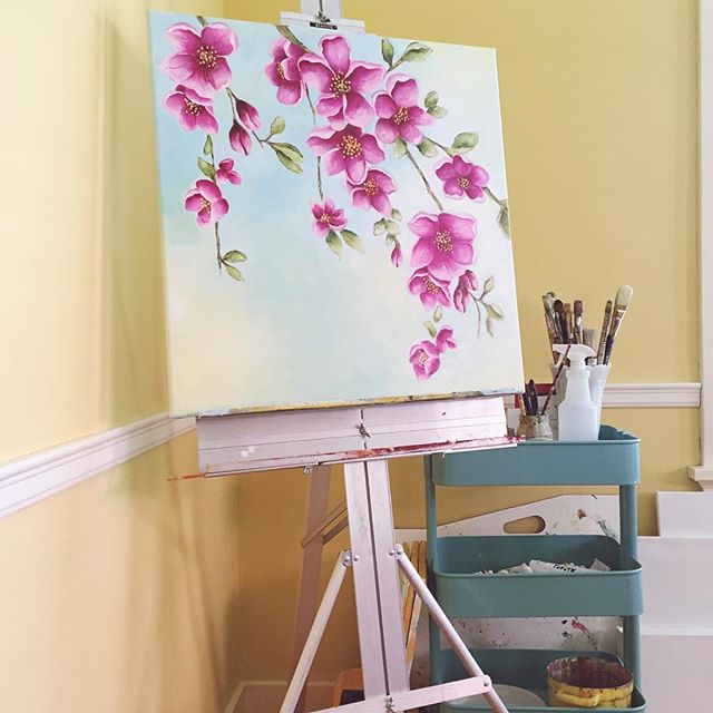 I don't have a pretty studio yet. Right now everything happens downstairs, our family life with a 3 year old and newborn. It would be impossible for me to escape to the attic where we have a nice open office space. This easel has been with me since high school #classof2000 This is it for now, my painting corner. 🎨 . . . #chasinglight #momlife #smallbusiness #makersmovement #makersgonnamake #creative #creativityfound #liveauthentic #livethelittlethings #art #fineart #studiolife #homedecor #interiordesign #pursuepretty #thatsdarling #carveouttimeforart #passion #doitfortheprocess