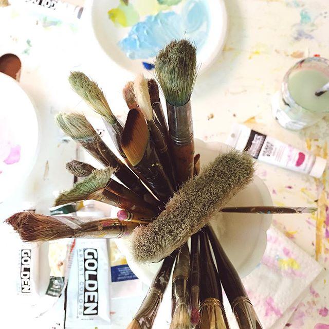 A new painting has begun! Hint: a series. . . . #studiolife #chasinglight #smallbusiness #makersgonnamake #carveouttimeforart #artist #artistofinstagram #momlife #thatsdarling #pursuepretty #liveauthentic #liveauthentic #creativityfound #creative #cle #cleveland #ohioartist #fineart #love #passion #makersmovement #sodomino #interiordesign #homedecor #craftsposure #flashesofdelight