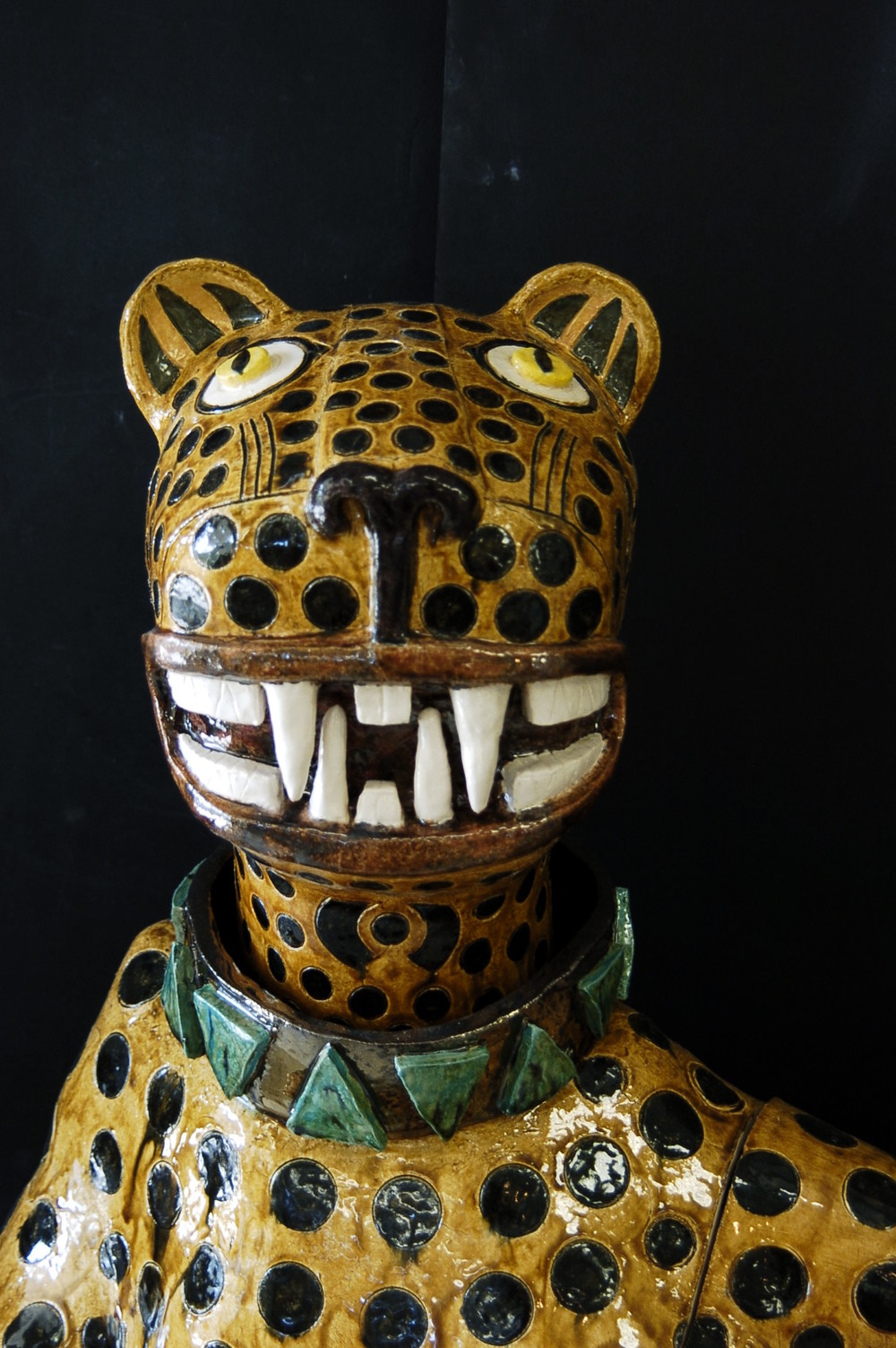Head of reclining Jaguar