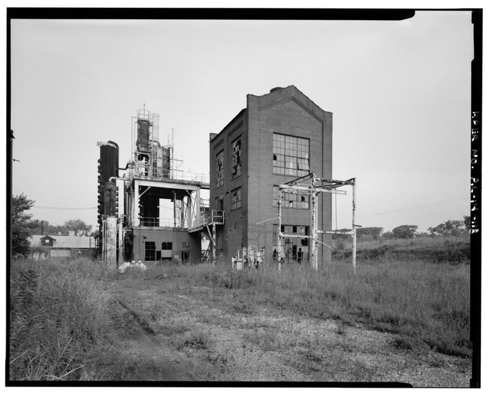 Benzoil plant exterior c.1992 (Public domain photo)