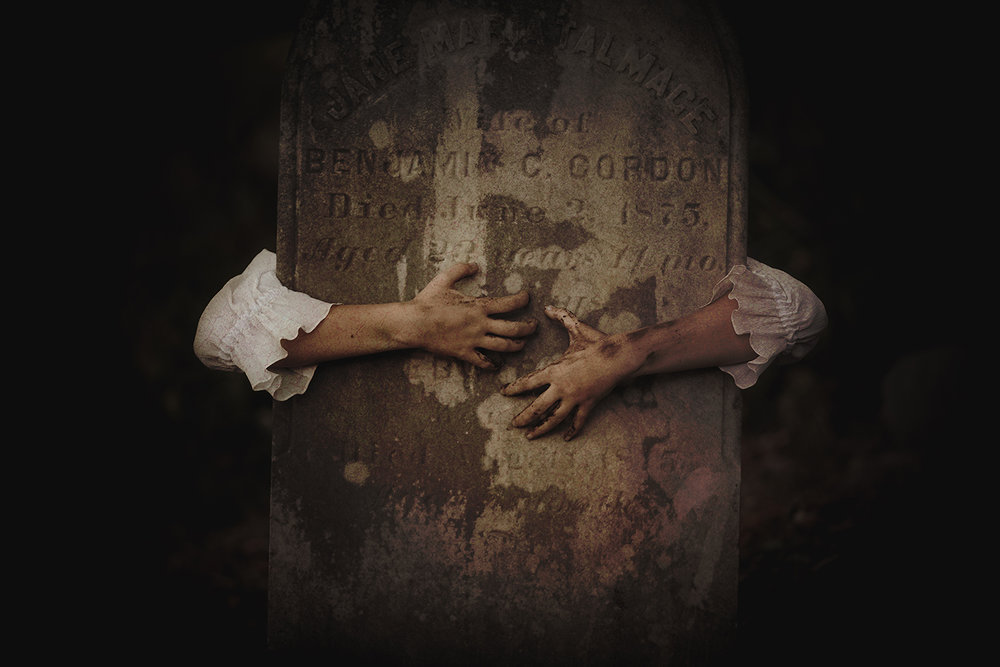 horror-photography-gravestone.jpg