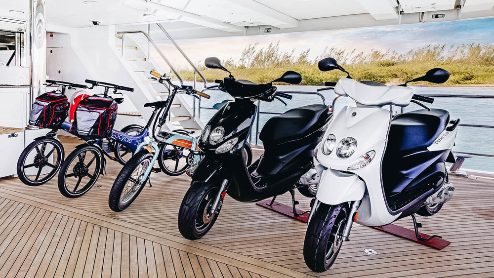 oceanclub-yacht-iyc-charter-scooters-bikes-015.jpg