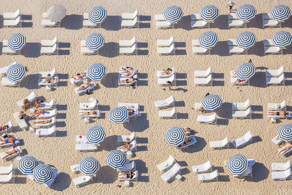 NAVY STRIPED UMBRELLAS, MIAMI,  À LA PLAGE