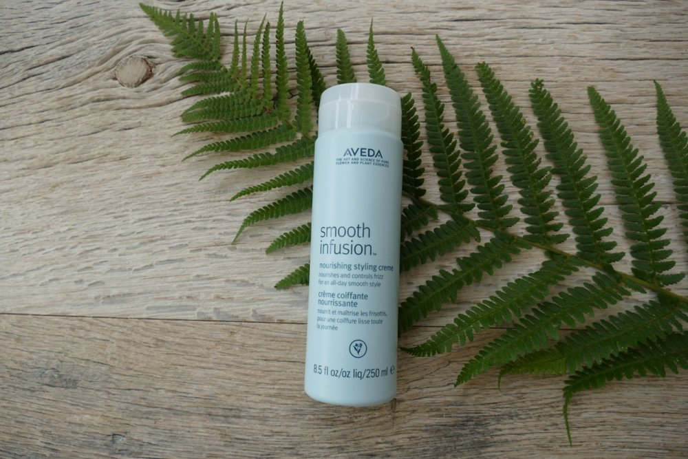 Smooth Infusion Nourishing Styling Creme - This next step in fighting frizz is pairing the (#1) Style Prep with this amazing Nourishing Styling Creme. Evenly distribute a nickel sized amount through your hair to not only add moisture and nourishment, but fight frizz all day even in intense humidity.