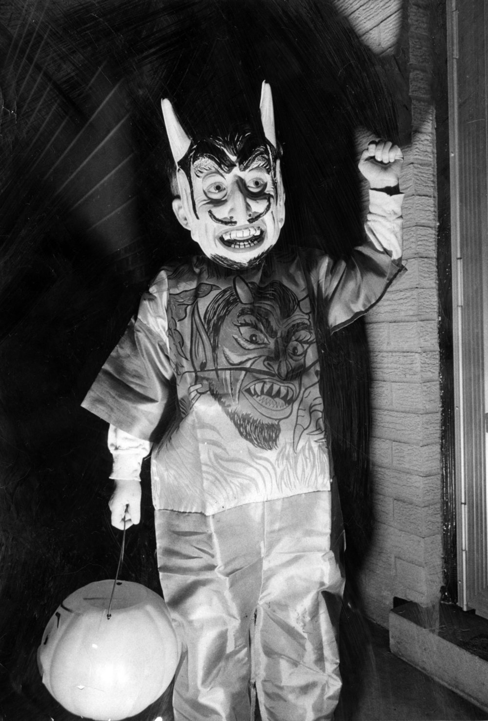21 Vintage Halloween Photos That Are So Creepy They'll Give You ...
