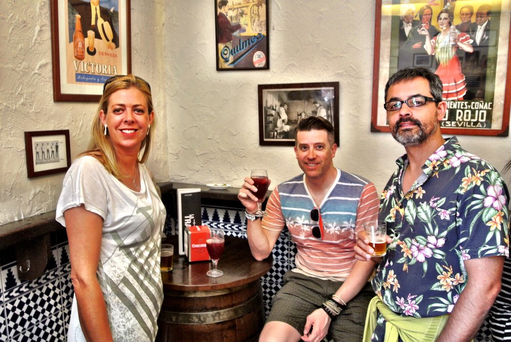 Jo, Wally and José enjoy drinks and tapas at one of their favorite bars in Málaga, La Tranca