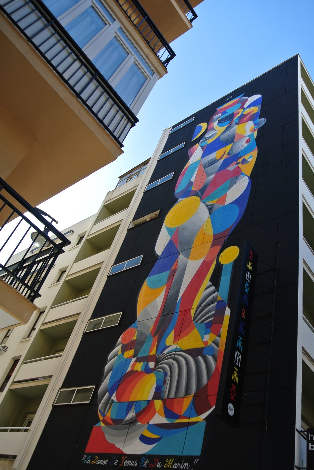 The bold multistory mural on the exterior of the Hotel Soho Bahía,  La Danse de Venus et du Marin  by Remed and Okuda, is a combination of vibrant colors and shapes