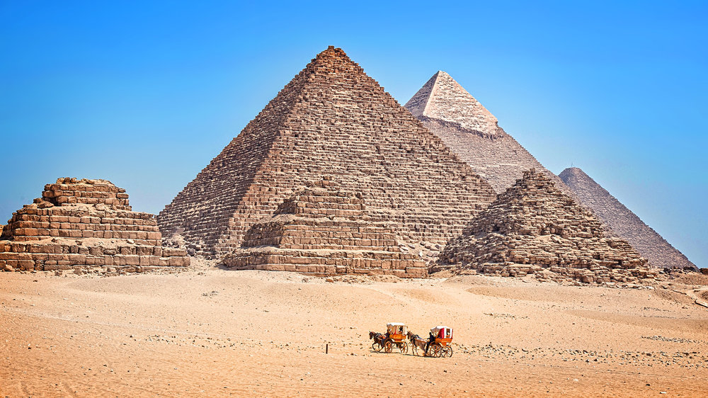 Carriages are an alternative to camels when visiting the pyramids