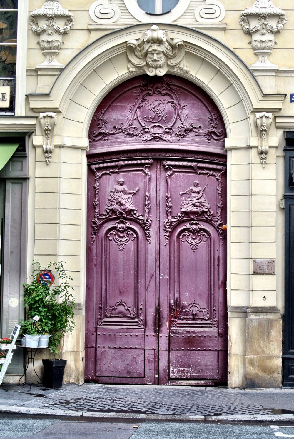 While doors are lovely and all Duke and I much prefer to take photos of the stray cats found throughout a city. Theyu0027ve got more personality. u2013Wally & Les Portes de Paris u2013 Paris Doors u2014 The Not So Innocents Abroad