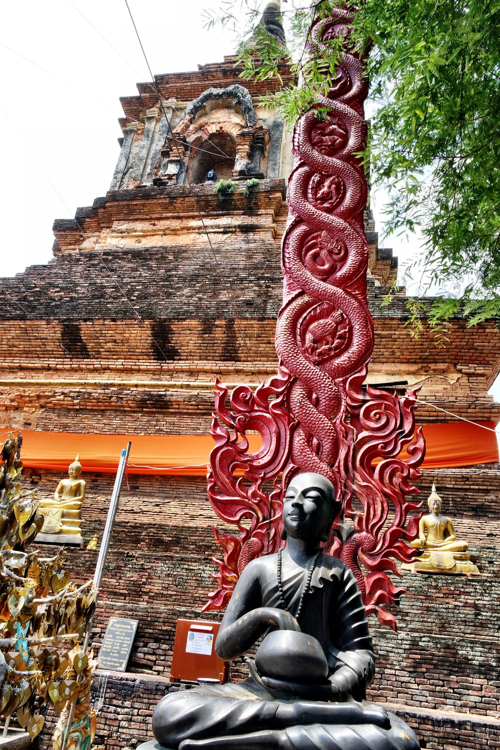 Duke's patron deity Upakut makes an appearance beneath the chedi at Wat Lok Molee