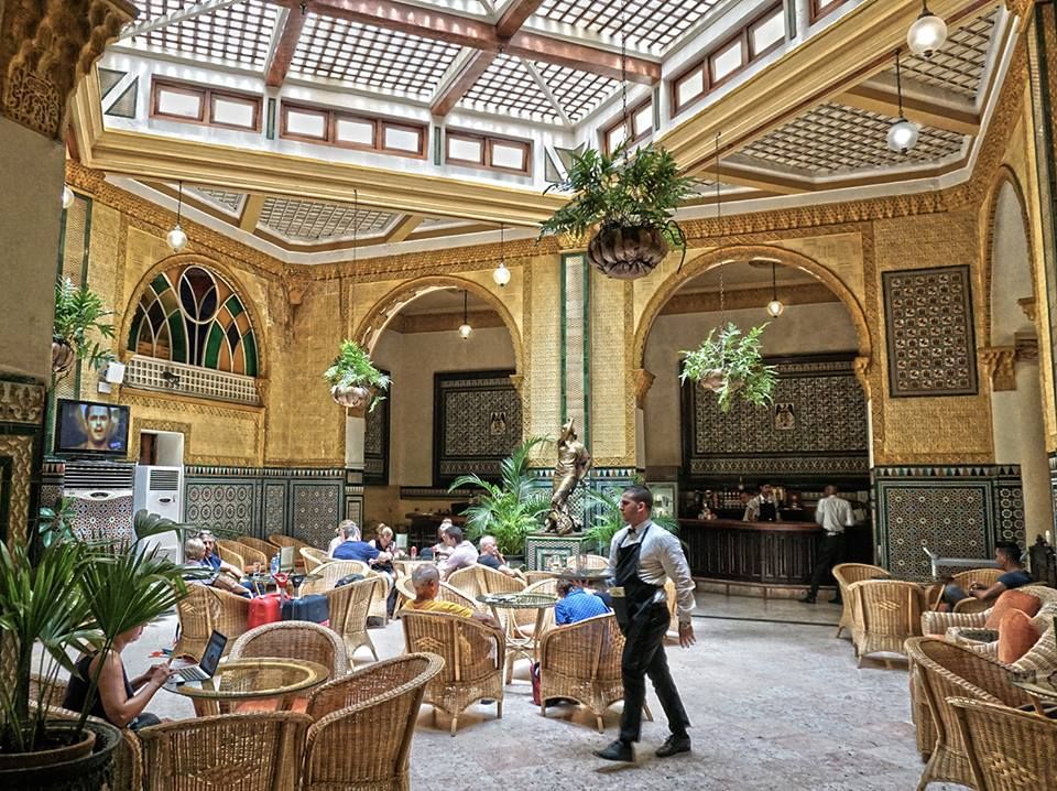 Many cafés are found in interior courtyards of buildings