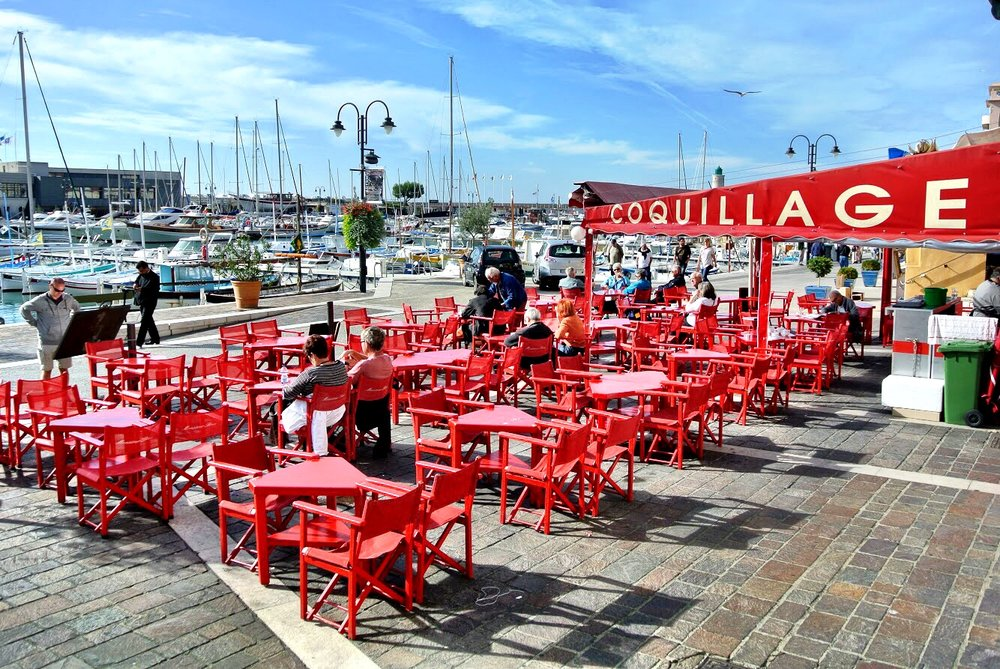 With such a picturesque port and beautiful weather, you'll want to dine al fresco