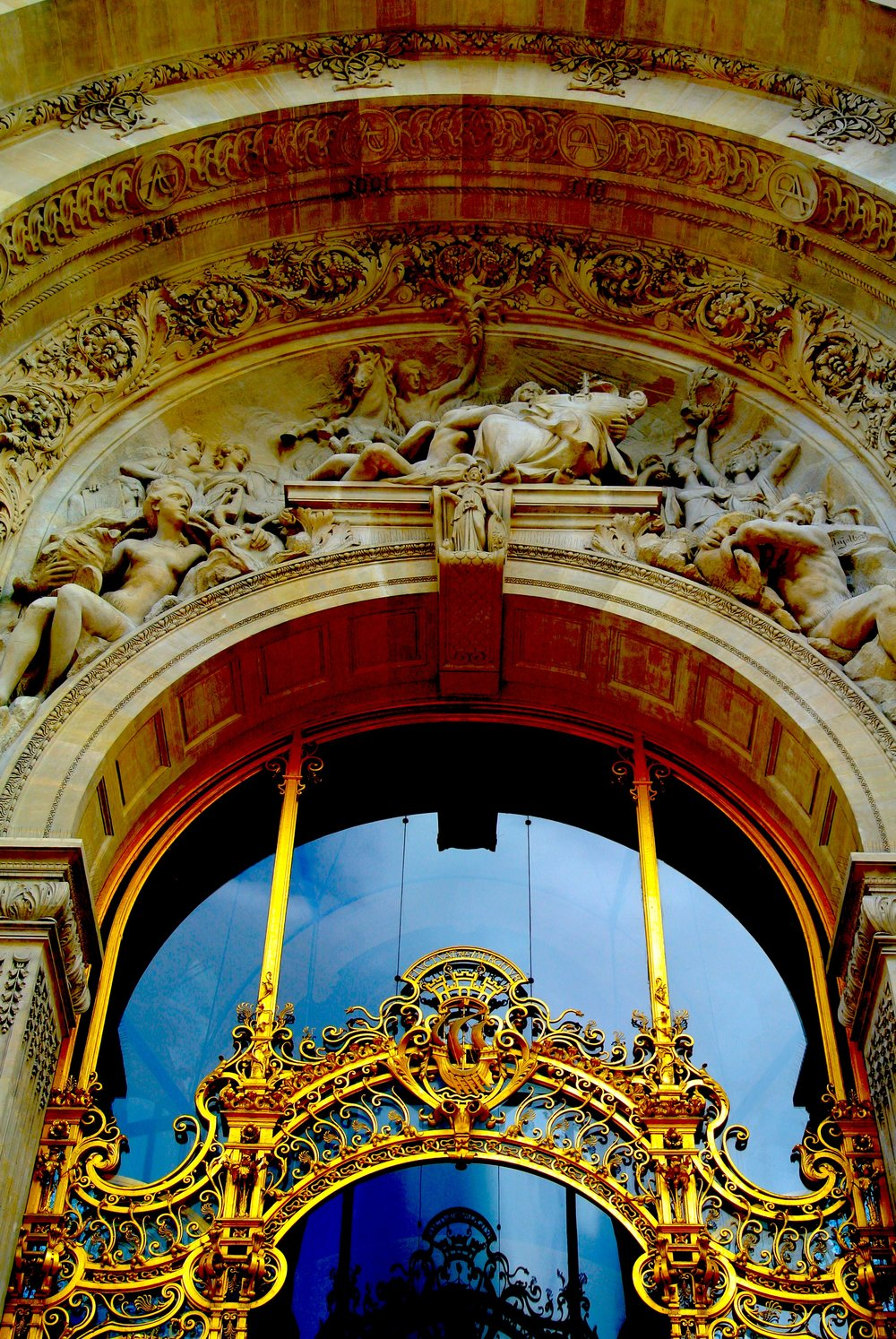 Beautiful bas-relief sculptures and amazing metalwork frame the entrance to le Petit Palais