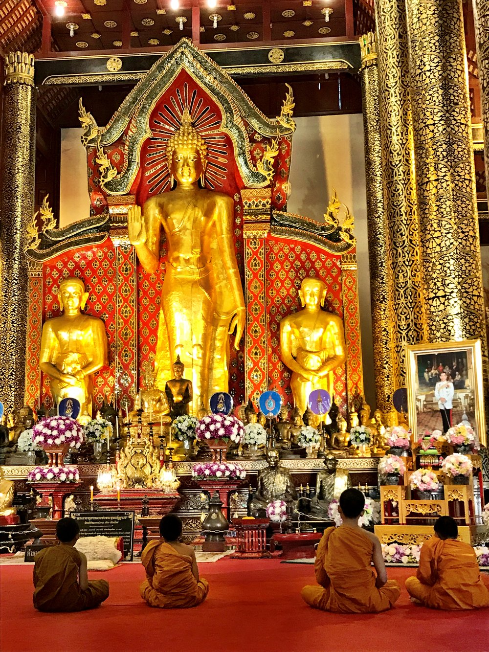 Many travelers stop by Chedi Luang to chat with young monks to learn about their way of life