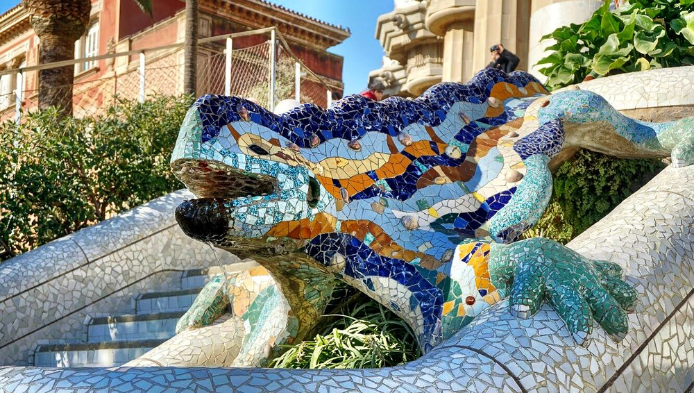 A mosaic sculpture of El Drac, Gaudí's gecko — now a symbol of Barcelona