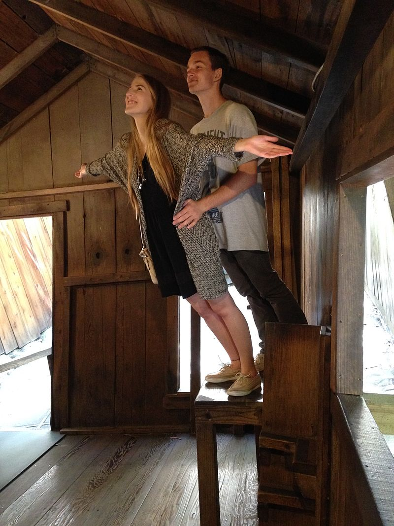 Next time you're at the Oregon Vortex, try the popular  Titanic  pose