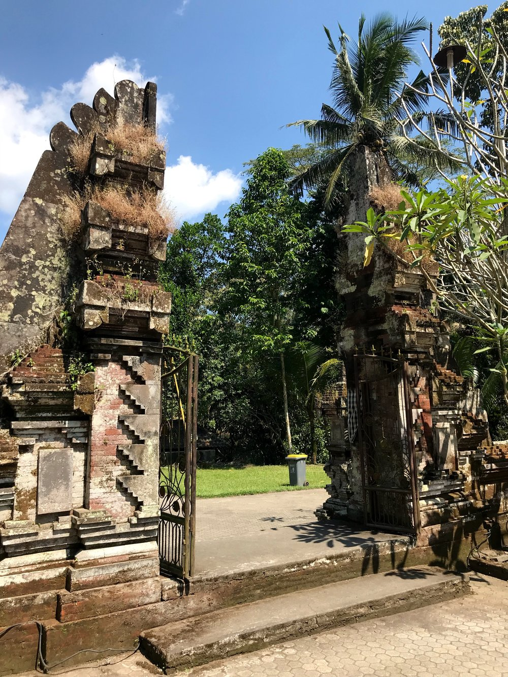 A typical split gate found at many Balinese temples