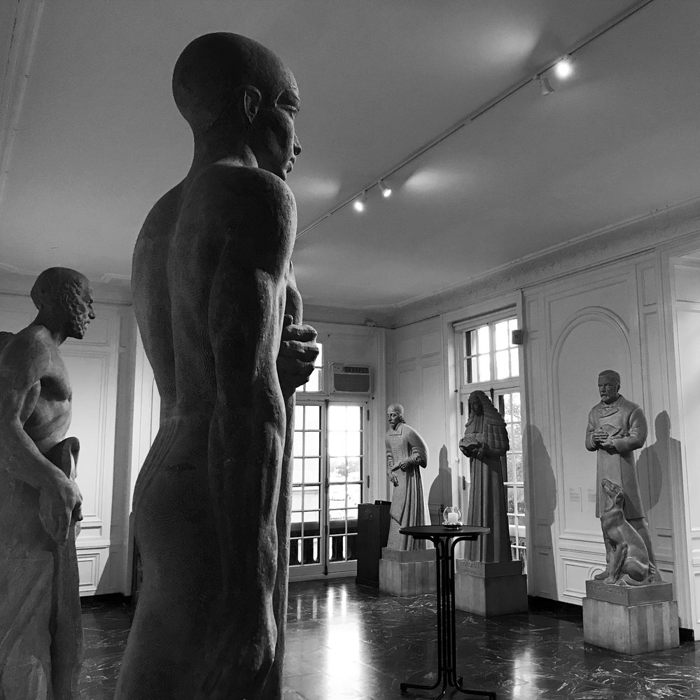 The tour starts in the coolest room in the museum: the hall of statues of famous physicians
