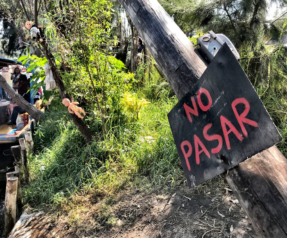 No Pasar means Do Not Enter. As if!