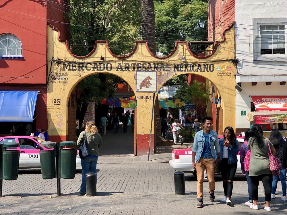 Look for these yellow arches across from the Jardín Centenario to enter the handicraft market