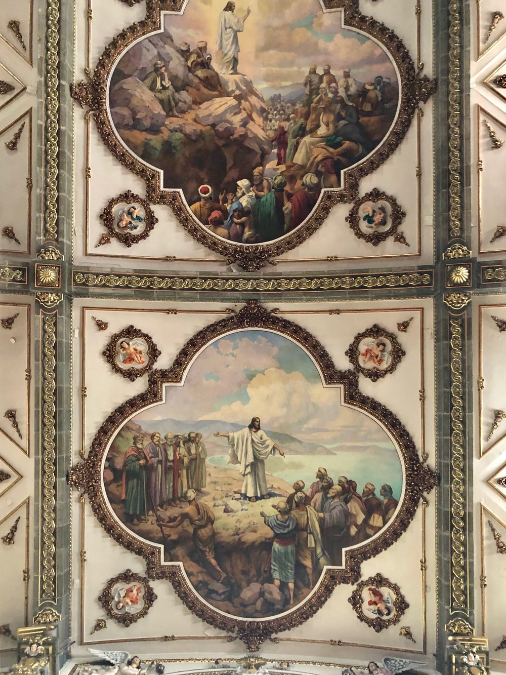 The ceiling depicts scenes from the life of Jesus, including the Sermon on the Mount