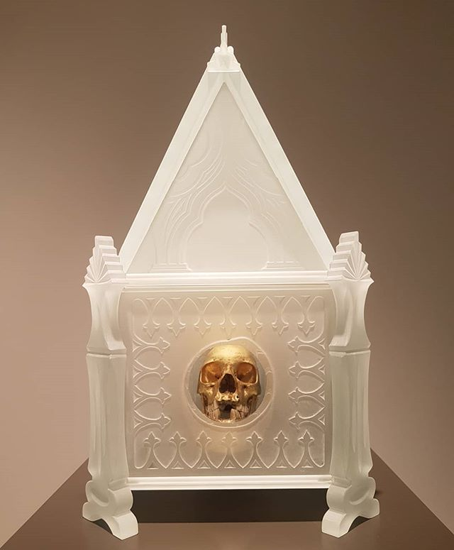 First day back to work be like... I'm so 💀, but I'm golden. And my shell is also fragile.. . . Tim Whiten, Reliquerie, 2012. . . . #newyear #mood #2019 #contemporaryart #sculpture #moca #toronto #gold #skull #crystal #glass