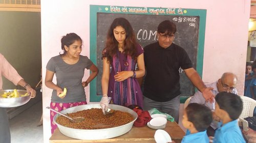 Project Officers Sharanya Mohan (left) and Heeral Thakkar (middle) helping in handing out the childrens' meals