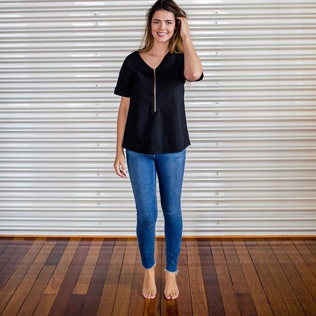 Black + denim is always a winning combo. Our short sleeve, v-neck breastfeeding top with cuff sleeve will take you from day to night, paired with sandals or boots for the cooler months. The Amalfi Top is made using a divine textured cotton and exposed gold zip so you can move from your basic tee to something dressy! YES 🙌🏼 🙏🏻 ⠀⠀⠀⠀⠀⠀⠀⠀⠀ ⠀⠀⠀⠀⠀⠀⠀⠀⠀ Feel great and feed with confidence using our inner modesty layer. Tap for details. 😘 #stylefeeder ⠀⠀⠀⠀⠀⠀⠀⠀⠀ 📷 @katelukephotography ⠀⠀⠀⠀⠀⠀⠀⠀⠀ ⠀⠀⠀⠀⠀⠀⠀⠀⠀ #feedingfriendlytop #breastfeedingclothing #feedwithconfidence #stylemeetsfunctionality