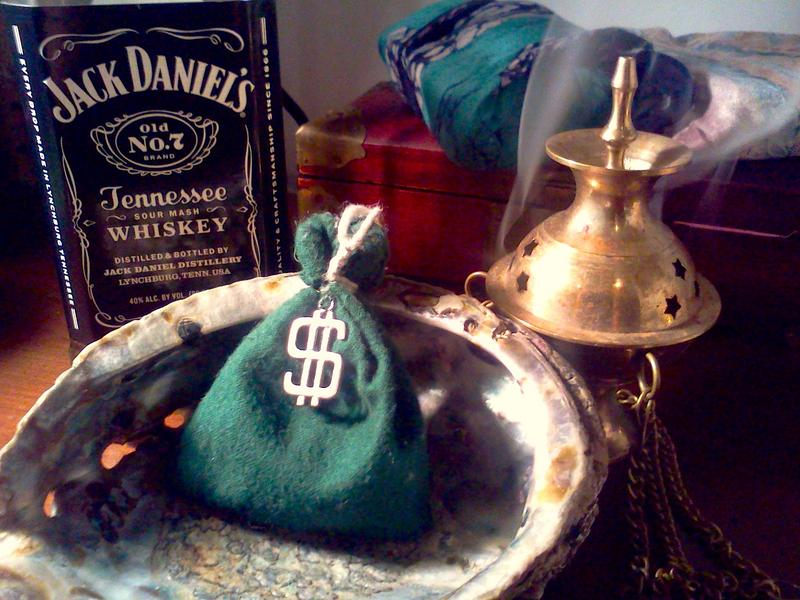 Hoodoo-Magic-Money-Draw-Mojo-Hand-Wealth-Talisman.jpg